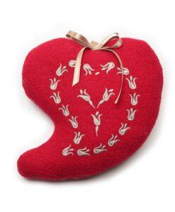 cuscinetto a cuore rosso