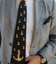 cravatta_ancora_nero_indossata