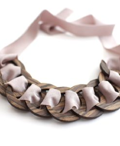 collana legno e stoffa rosa quarzo