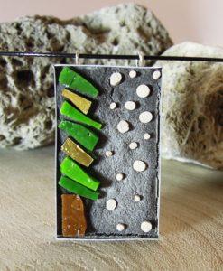 ciondolo in mosaico con pino
