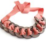 collana legno e stoffa rosa pesca