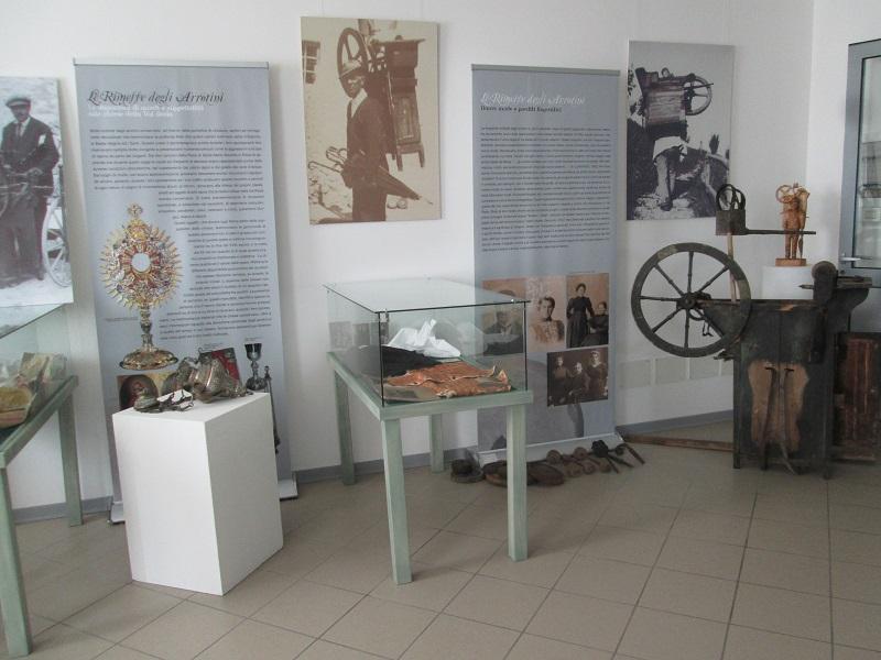strumenti da lavoro nel museo degli Arrotini della Val Resia